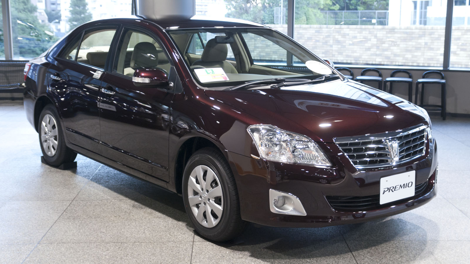 2010_Toyota_Premio_01